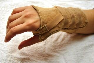 hand_brace_001_01